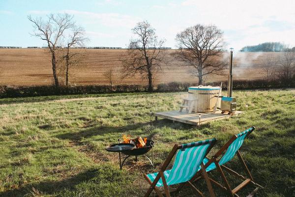Oxfordshire - Shepherd Hut Glamping Site