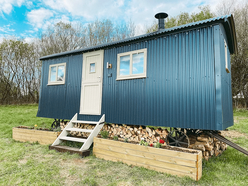 A luxury glamping hut in the Oxfordshire countryside